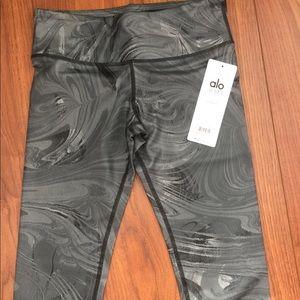 Alo Yoga black glossy marble capri XS or S NWT